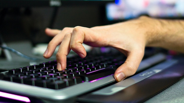 How to Prevent Repetitive Strain Injuries at Your Computer